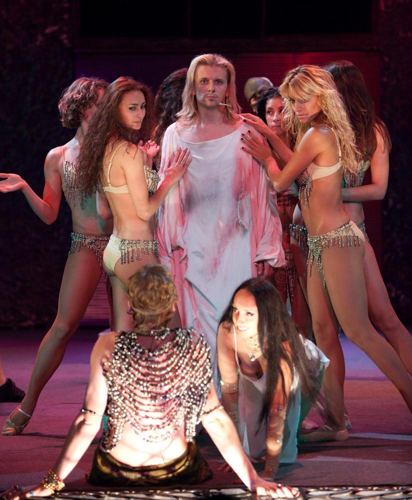 Опера голые актеры присоединяюсь